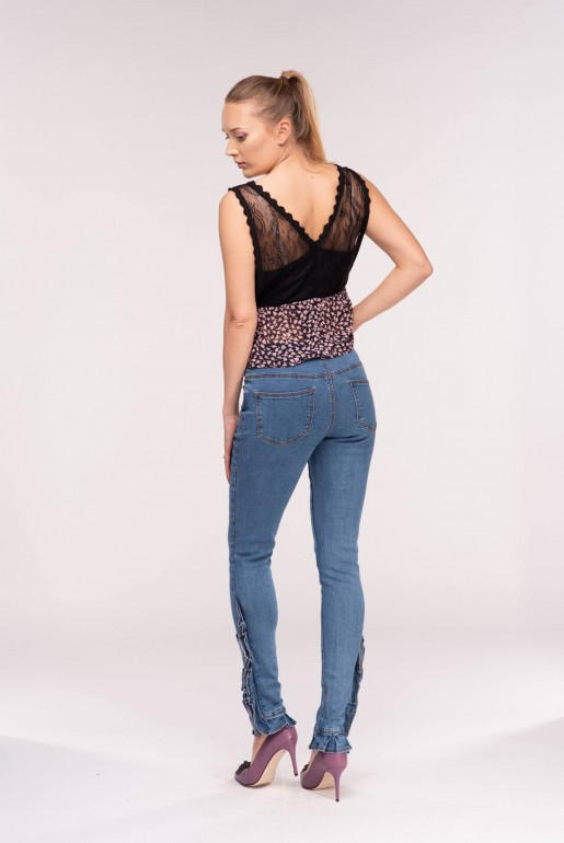 MID RISE SKINNY WITH BORDER FRILL HEM