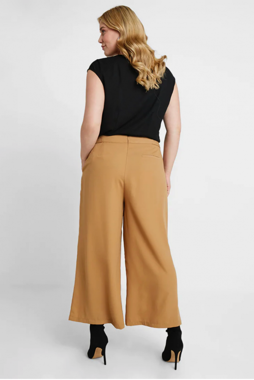CROP TROUSER WITH BUTTON